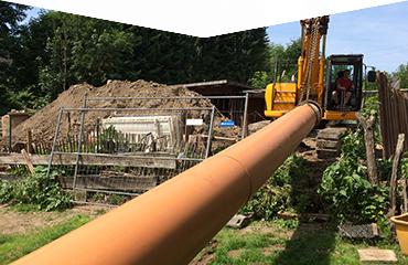 grabenlose Bauweisen mit dem Grossrohrrelining, Baustellenfoto aus Lindlar vom Rohrtransport