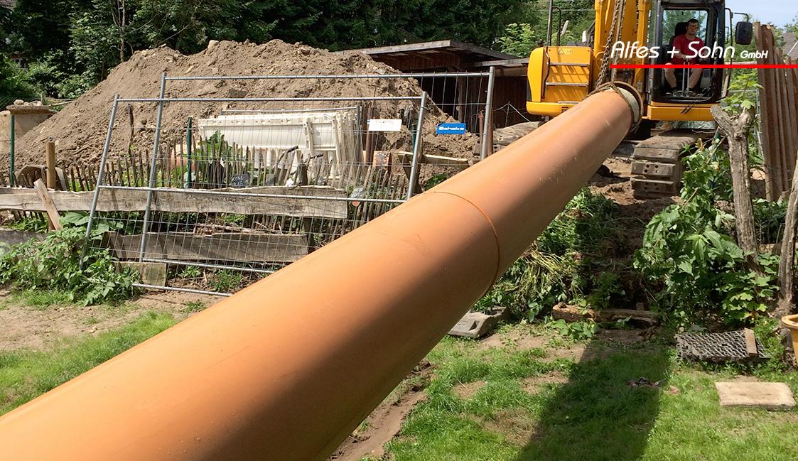 Alfes + Sohn GmbH Referenzen | Baustellenfoto in Lindlar vom Rohrtransport
