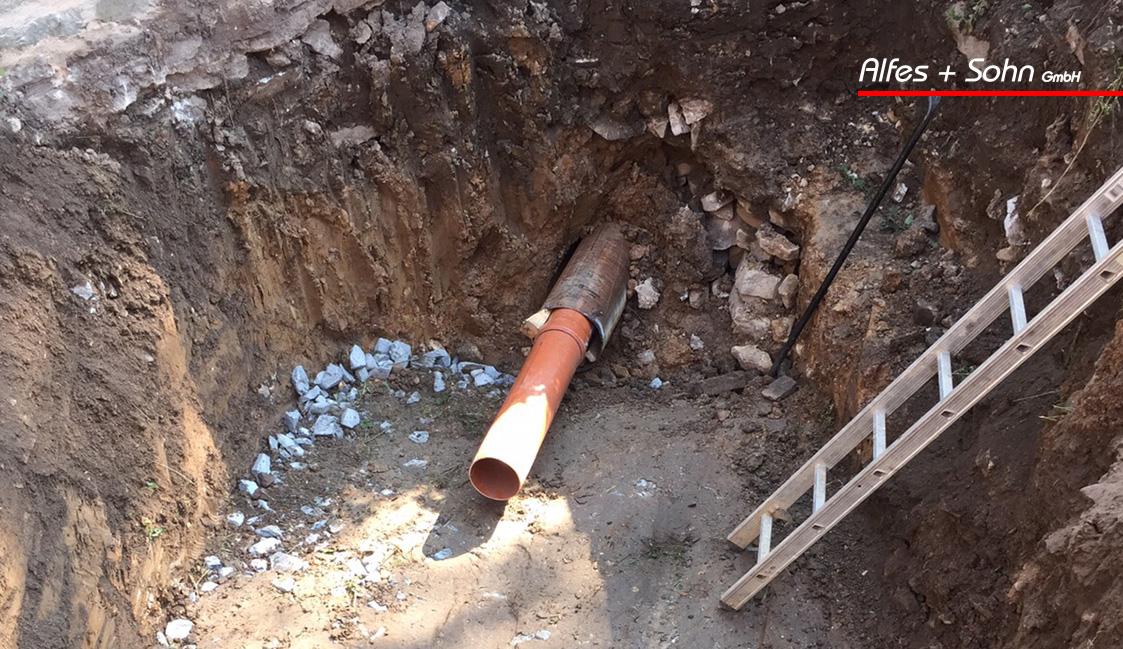 Alfes + Sohn GmbH Referenzen | Aufnahme der Kanalöffnung auf der Baustelle in Saalburg